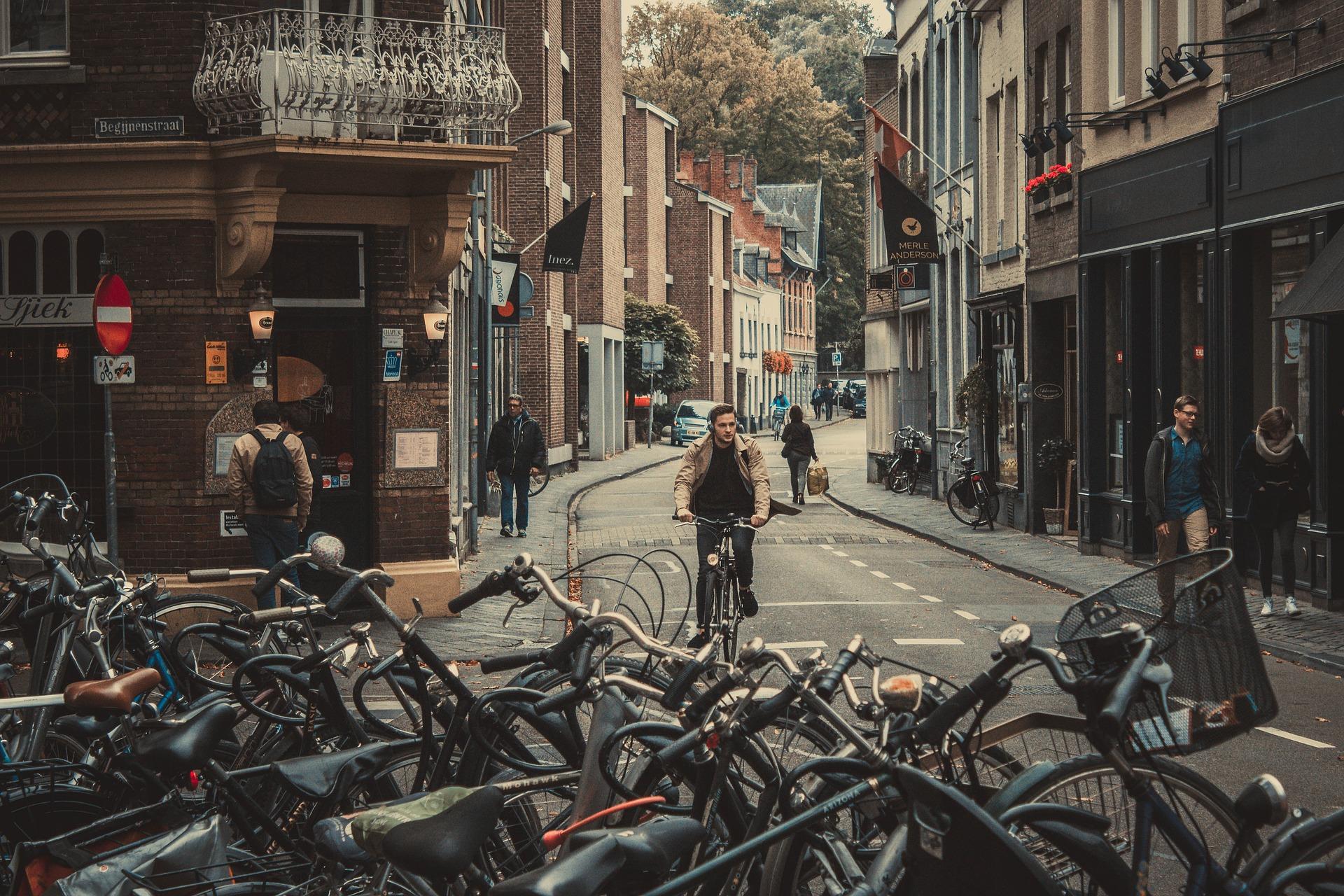 la bicicleta medio de transporte sostenible